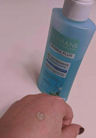 texture in gel sul dorso mano gel detergente rinfrescante viso Hydra plus clinians
