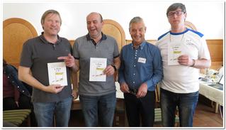 Hans Fuchs gratuliert dem Siegertrio Huemer(3.), Mülleder(1.) und Schützenhofer(2.)
