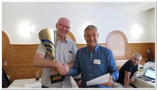 Karl Schilcher übernimmt den Wanderpokal für das Team Sternstein (Schilcher, Stürmer, Mülleder)