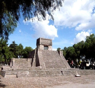 The Aztecs Pyramid at St. Cecilia Acatitlan, Mexico State. (Maunus, Wikimedia Commons)