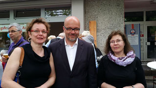 TIO-Mitarbeiterinnen Elzbieta Jagiello und Martina Schöttes im Gespräch mit Dr. Fritz Felgentreu