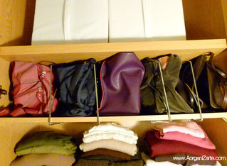 bolsos organizados en el armario - www.aorganizarte.com
