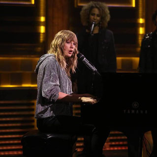 "Taylor performing ""New Year's Day"" on the ""Tonight Show"" (2017)"