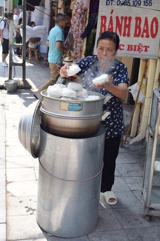 vendeuse-banh-bao-vietnam-hanoï-recette