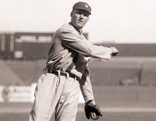 Nella foto Walter Johnson, un grande lanciatore, ma anche un grande battitore