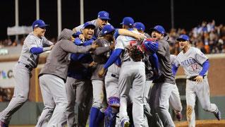 I Cubs festeggiano (foto da Foxsport.com)