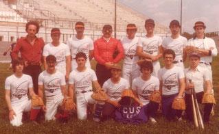 La squadra del CUS Lecce con al centro l'Umpire Michele Dodde