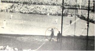 La foto originale del momento in cui Babe Ruth alzò la mano verso l'esterno centro