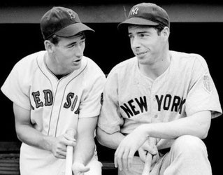 Nella foto Ted Williams (sx) e Joe DiMaggio (dx) AP File Photo | ABE FOX