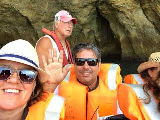 Höhlenforschung mit dem Boot