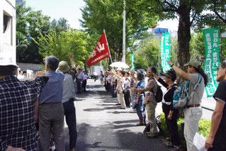 「再発防止研修」を弾劾して闘う労働者(右から5人めが河原井さん)