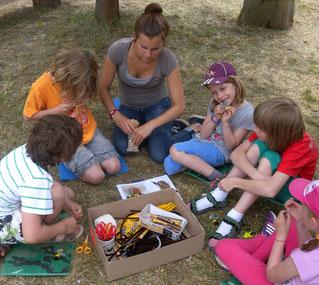 Bienenbastelei mit Kindern, Bild: Judith Fürst