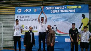 Armando Giuffrè alza al cielo la Coppa Italia Under 19