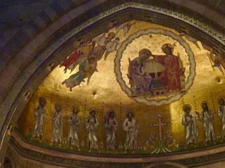 beeindruckend die romanische Chor-Apsis