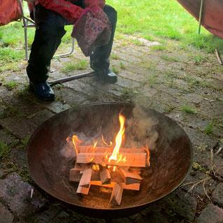 Foto des Pfadfinder-Pfingsfeuers in der Feuerschale