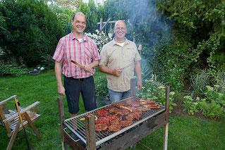 Foto der Grillmeister: Andreas Gockel und Raimund Pahs