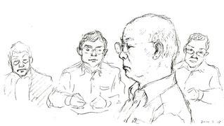法廷で証言する小山さん。後ろは被告九電の弁護士