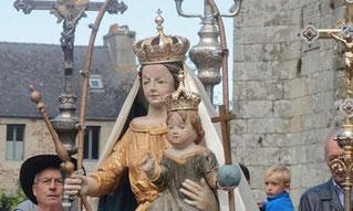 La statue de la vierge Notre Dame de Kernitron