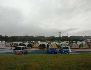 益城町の避難所。