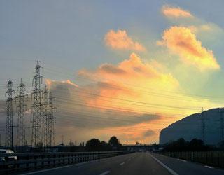 Starkstromleitungen, Maste, Morgenstimmung