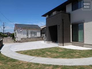 コンクリート平板、御影石、表札、ポスト、高麗芝、施工例