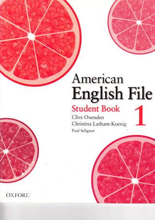 中級(上)Lower Middle. Level 3 この教材を通しアメリカ英語とイギリス英語の違いも説明します。 絵は写真もあり、よく使われるフレーズを文法、リスニングを通しながら学べます。
