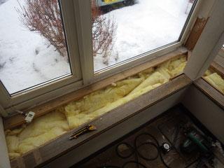 隙間なく、新しい断熱材に入れ替えました。暖かくなり、冷気も入ってこなくなったと喜んで頂きました。