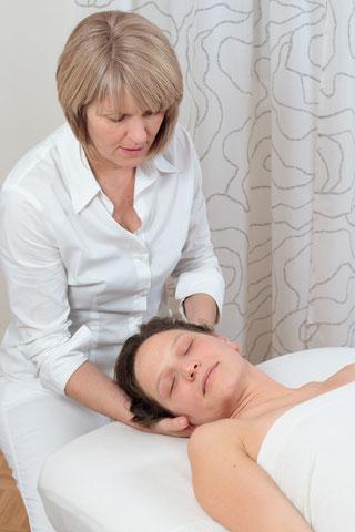 Bild: Kopf- und Nackenmassage