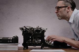 Journalisten bewegen sich auf dem schmalen Grat zwischen Realität und Inszenierung.