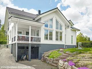 Wohnblockhaus - Architektenhaus in Weiß mit viel Luxus  - Blockhaus bauen