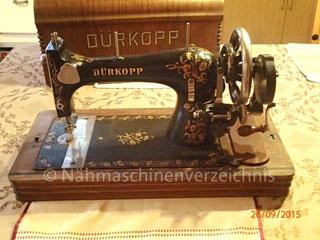 Dürkopp 4 und 4 HF, Schwingschiffchen-Flachbettnähmaschine (mit Handkurbel), Hersteller Dürkopp AG, Bielefeld  (Bilder: B. Schlappa, Drachenroester)