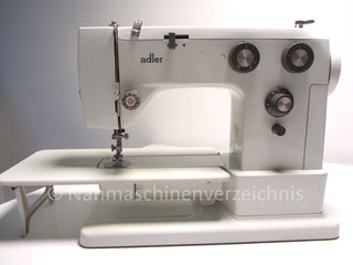 Adler 531, Automatik-Freiarmaushaltsnähmaschine mit Einbaumotor, Hersteller: Kochs Adler Nähmaschinenwerke AG, Bielefeld, Deutschland, Baujahr: 1975 (Bilder: G. Riege)