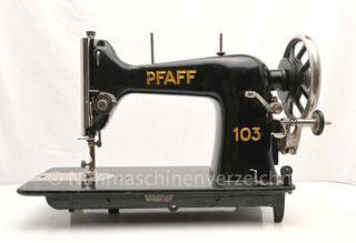 Pfaff 103, Geradstich Haushaltsnähmaschine, eingebaut in einem Tisch für Fußantrieb, Vorrichtung für Anbaumotor vorhanden, Hersteller: G. M. Pfaff AG, Kaiserslautern, Baujahr 1928 (Bilder: H. Schlenzig)