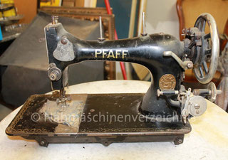 Pfaff 11, Geradstich-Haushaltsnähmaschine, Vorrichtung für Anbaumotor vorhanden, Fußantrieb möglich, Hersteller: G. M. Pfaff AG, Kaiserslautern (Bilder: Drachenröster)