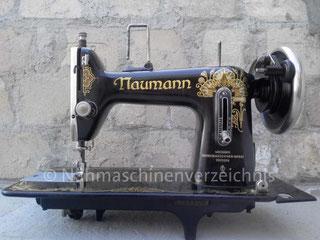 Naumann Kl. 24, Geradestich-Nähmaschine mit Fußantrieb, Flachbett, Hersteller: Seidel & Naumann Nähmaschinenwerk und Eisengießerei AG, Dresden (Bilder: John)