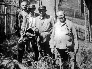 Kontroll- und Reinigungskommando mit dem Abschnitts- und Sicherheitsbeauftragten der Wasserwirtschaft Willy Sättler (rechts)
