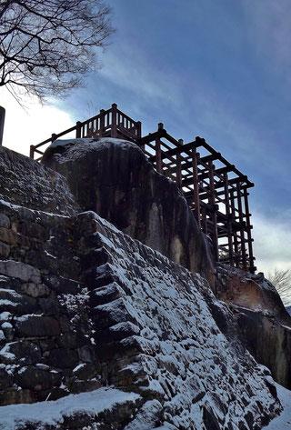 石垣に降り積もる雪ぎふ歴史街道天空の城雪の苗木城跡冬景色
