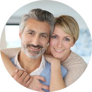 Glückliches Ehepaar nach dem Hausverkauf in Dortmund - Bochum - Witten