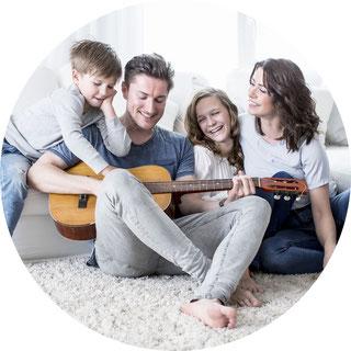 Glückliche Familie nach dem Hauskauf in Dortmund - Bochum - Witten