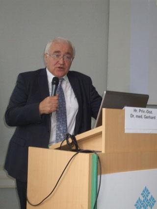 Herr Priv.- Doz. Dr. med. Gerhard bei seinem Vortrag zur Polyneuropathie