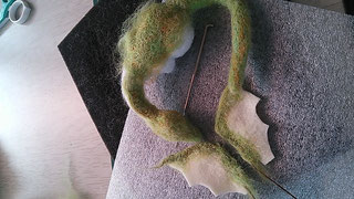 羊毛フェルト 小さいドラゴンの作り方
