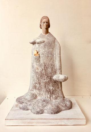 「空へ」(テラコッタ 着彩 金箔)   宮崎国際現代彫刻・空港展2018にて