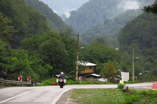 Nebel und Regen in den Bergen von Masooleh