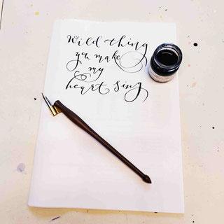 Kalligraphie macht glücklich: Besonders mit diesem edlen Werkzeug!