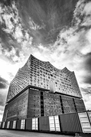 Hamburg Monochrom Elbphilharmonie Schwarzweiss Wolken Speicherstadt