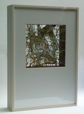 Pigmentierte Abakafasern über gespannte Drähte geschöpft, vier Schichten, 55 x 38 x 10 cm