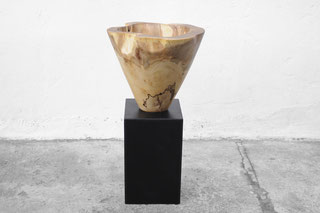 V1426 · Elm#vessel#bowl#coffeetable#woodworking#interiordesign#woodsculptures#art#woodart#wooddesign#decorativewood#originalartwork#modernwoodsculpture#joergpietschmann#oldwood