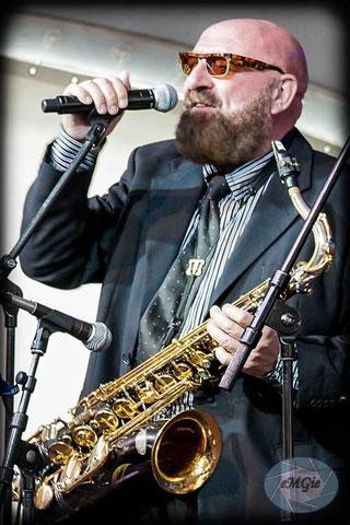 Rhythm & Blues  Albi Donnelly