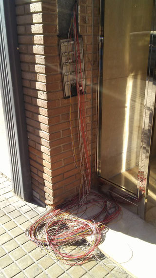 Cables sobrantes portero electrónico