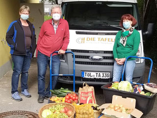 Dr. Manfred Waldl und Martina Altenburger von der Pfarrei Maria Hilf mit Tafelchefin Heidemarie Ritter